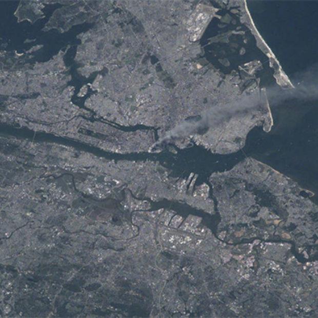 Теракты 11 сентября — вид из космоса: NASA рассекретило уникальные кадры
