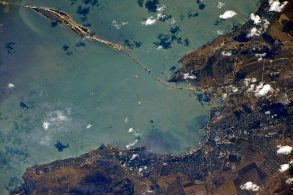 Арка крымского моста. Виде из космоса