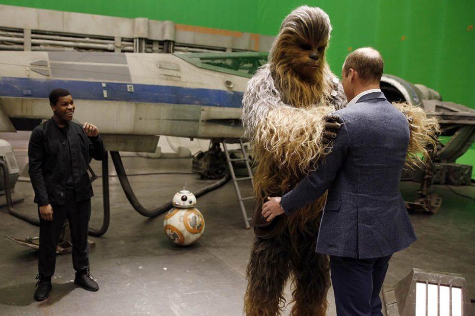 Disney перенесла на семь месяцев премьеру IX эпизода «Звездных войн»  Подробнее на РБК: http://www.rbc.ru/technology_and_media/13/09/2017/59b858129a7947d3b6b84df2