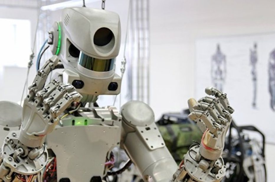 Новый российский робот заменит космонавтов во время опасных работ на МКС